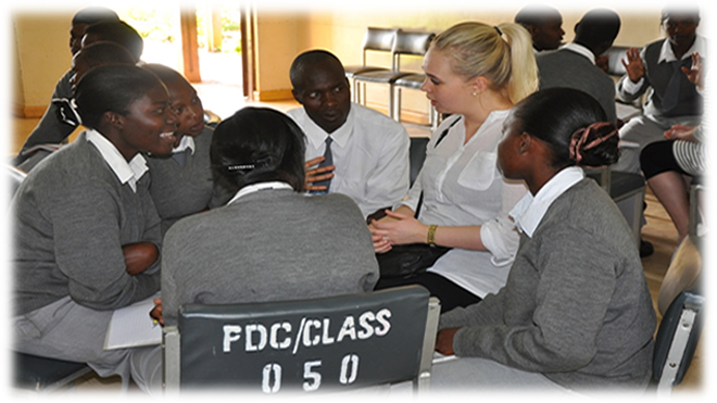 Danish and Kenyan teacher training students interact and exchange their different expiriences and learn from each other